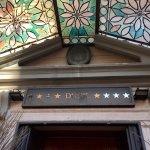 Dock Suites Hotel resmi