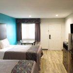 Two Queen Beds Kitchenette