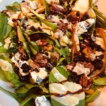Roasted pear and spinach salad with blue cheese and bacon and drizzled with pomegranate dressing