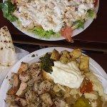 Pollo y cerdo. Pan pita humus tzaziki y especias Muy muy muy bueno