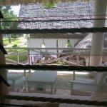 Photo de Sandies Tropical Village