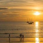 Закаты - это фишка пляжа! Солнце садится прямо в море