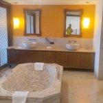 The center bath tub