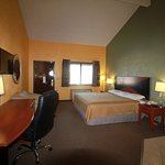 Whirlpool Suite Room with Business Desk, Chair and 32' TV