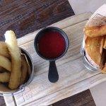 Сырные палочки, клубничный конфи, картофель по-селянски