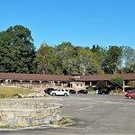 Photo de Chalet Inn & Suites