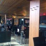 Inneres und überlange Bar