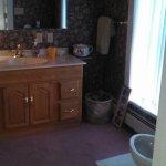 Harbor Room bathroom