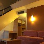 Entrée avec espace rangement et escalier pour la mezzanine