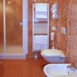 Il bagno della camera romantic n. 245