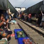 Train Night Market Foto