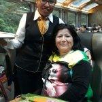 Personal del Servicio a Bordo #VistadomeTrain mi madre celebrando su cumpleaños en el tren.