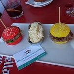 Hoy hemos comido estas graciosas hamburguesas de colores !Que ricas estaban!
