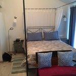 Room 6. Queen Size Bed,