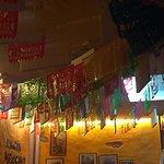 techo con banderines muy colorista