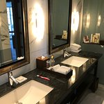 Double Vanity - Deluxe One Bedroom Suite