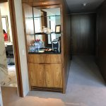 Mini bar and entrance hall - Deluxe One Bedroom Suite