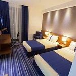Photo de Holiday Inn Express Rome-east
