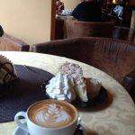 Cappuccino i szarlotka zestaw idealny!
