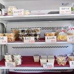 お豆腐だけでなく、お惣菜も人気です。