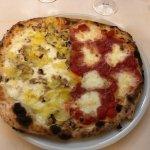 pizza 2 gusti: margherita con bufala e bianca con funghi e patate