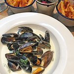 Mussels of the day served with skinny fries 🍟