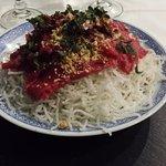 En entrée, la salade Asia, un plat aux multiples textures qui se découvre bouchées après bouchée
