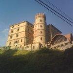 castillo antiguo hoy convertido en hotel camino al pico del aguila