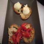 Entree (bruschetta con pomodoro e basilico, bruschetta con ricotta di bulfala)