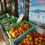 地場産野菜も豊富に取り扱っています