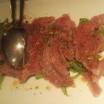 Carpaccio di tonno con granella ai pistacchi