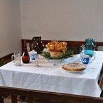 Selská chalupa-dobroty na stole.
