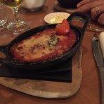 Dünya mutfağından lezzetler mevcut . Domatesli, patlıcanlı bir başlangıç yemeği.
