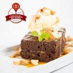 El postre estrella del Brownie de Chocolate amargo y helado Häagen-Dazs