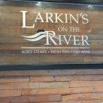 Foto di Larkin's On The River