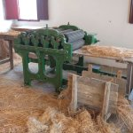 Mechanised breaking the flax