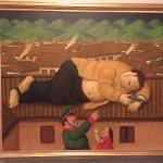 Pablo Escobar muerto, obra de Fernando Botero. Impresionante.