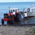 Ein Boot wird klar gemacht