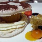 Macaron sorbet fruits jaunes chantilly
