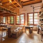 comedor y tienda de productos artesanos de elaboración própia