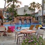 piscina com bar molhado