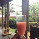 Jugo de bienvenida, de fruta de la isla