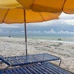 Sunset Vistas Beachfront Suites Foto