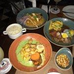 Ceviche Mangos, lomo saltado y arroz con mariscos
