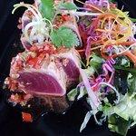 Thon mi- cuit, salade de wakame & sauce terriyaki