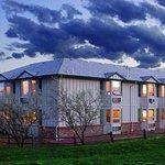 Photo de Hilltop Inn & Suites
