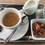 Espresso mit gebrannten Mandeln... einfach jammy!