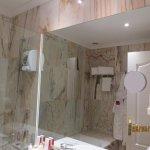 nice bathroom/toilet