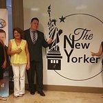 Equipo de La International Networkers Team, Cenando en Restaurante The New Yorker, Excelente Ser