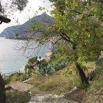 Blick auf die Bucht entlang des Wanderwegs nach Limone